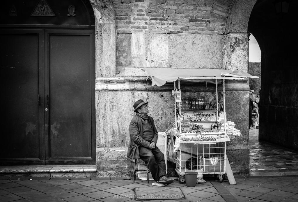 A walk through Cuenca, camera in hand