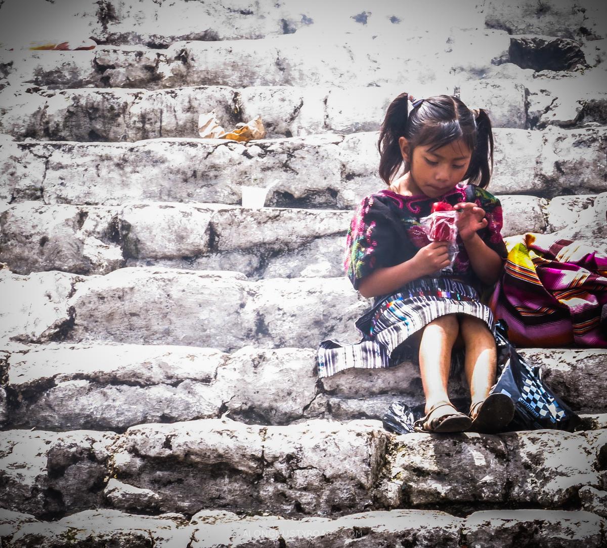 楼梯上的女孩chichi.jpg