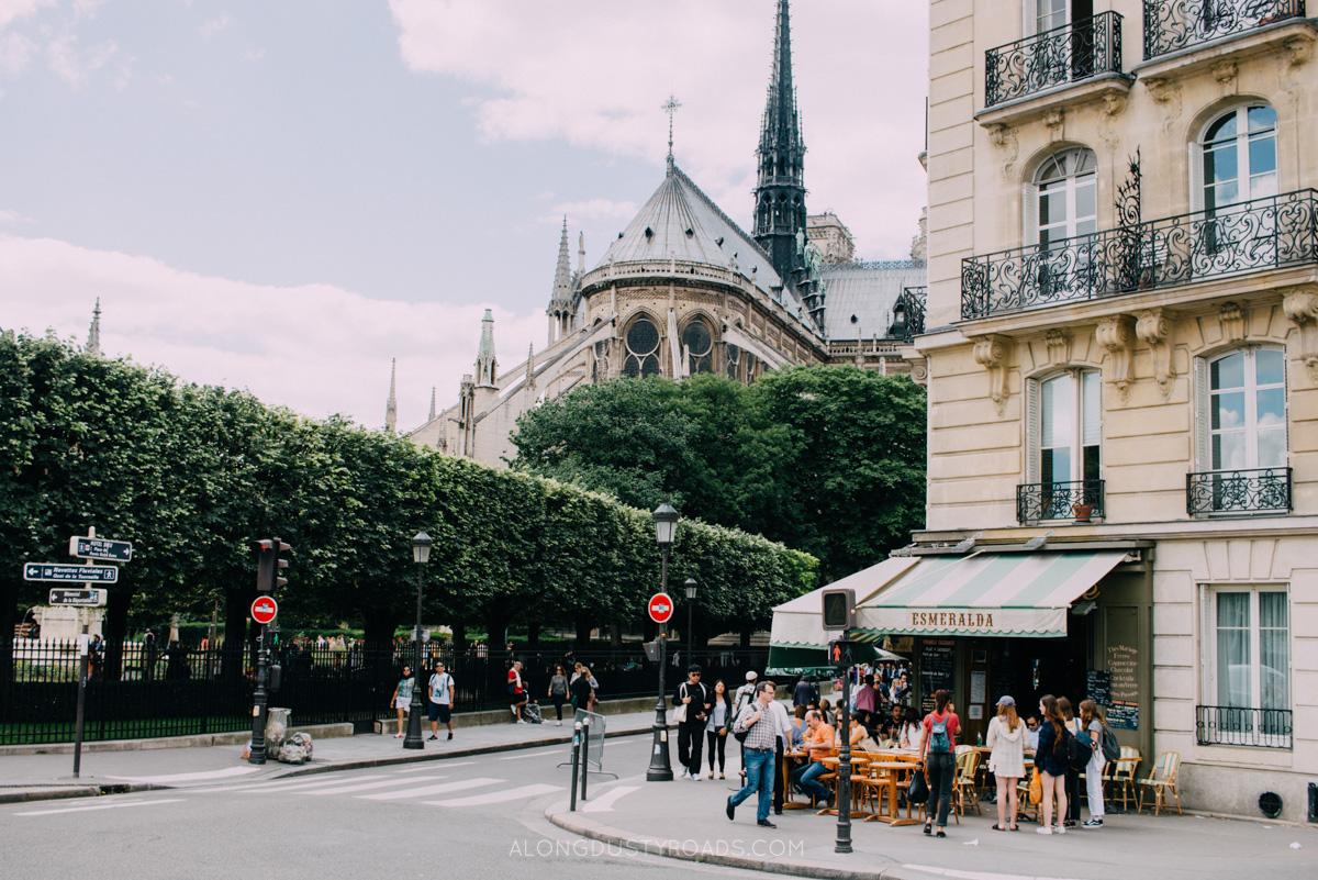 Table service, Paris, France