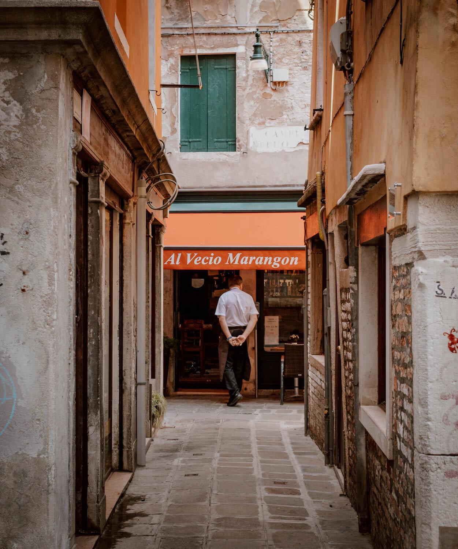 狭窄的街道威尼斯
