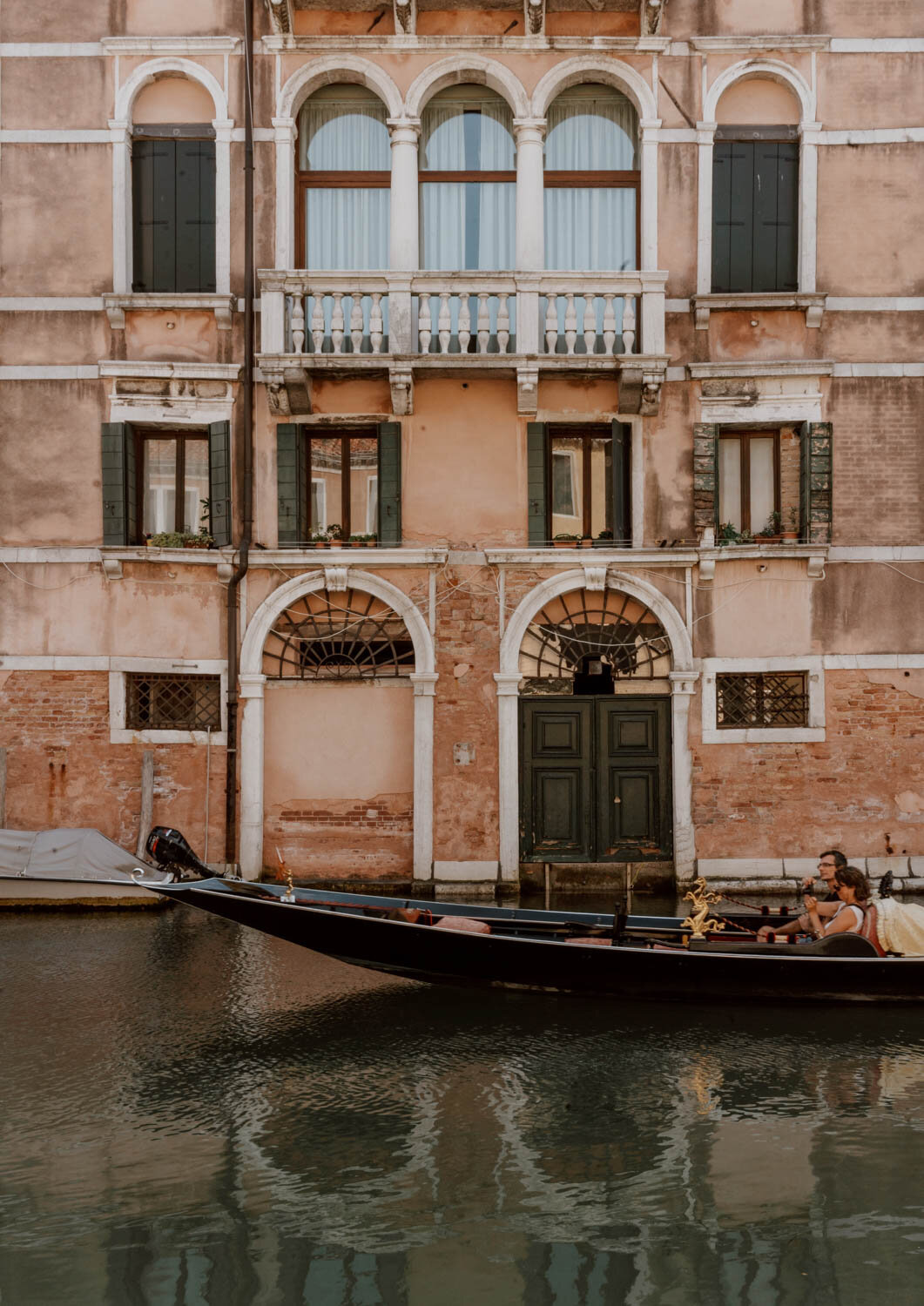 A Complete Guide To A Gondola Ride In Venice Along Dusty Roads