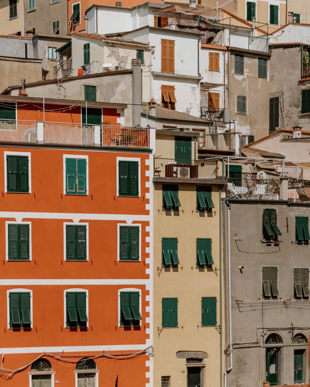 Riomaggiore五彩缤纷的房子的特写