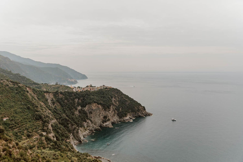 从蓝色小径看到的Corniglia