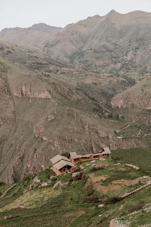 huchuy qosqo essentials -海拔// huchuy qosqo海拔3,650米,但在这次徒步旅行中你将到达4,320米的海拔。距离// 20公里(12英里)时间//一整天。/ /中度困难。报名费// 7鞋底