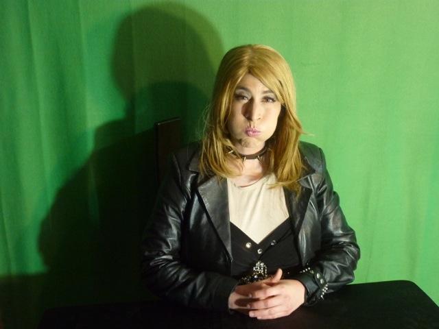 Shiran Ambash imitating TV journalist  Ayala Hasson, chanel 10, 2016
