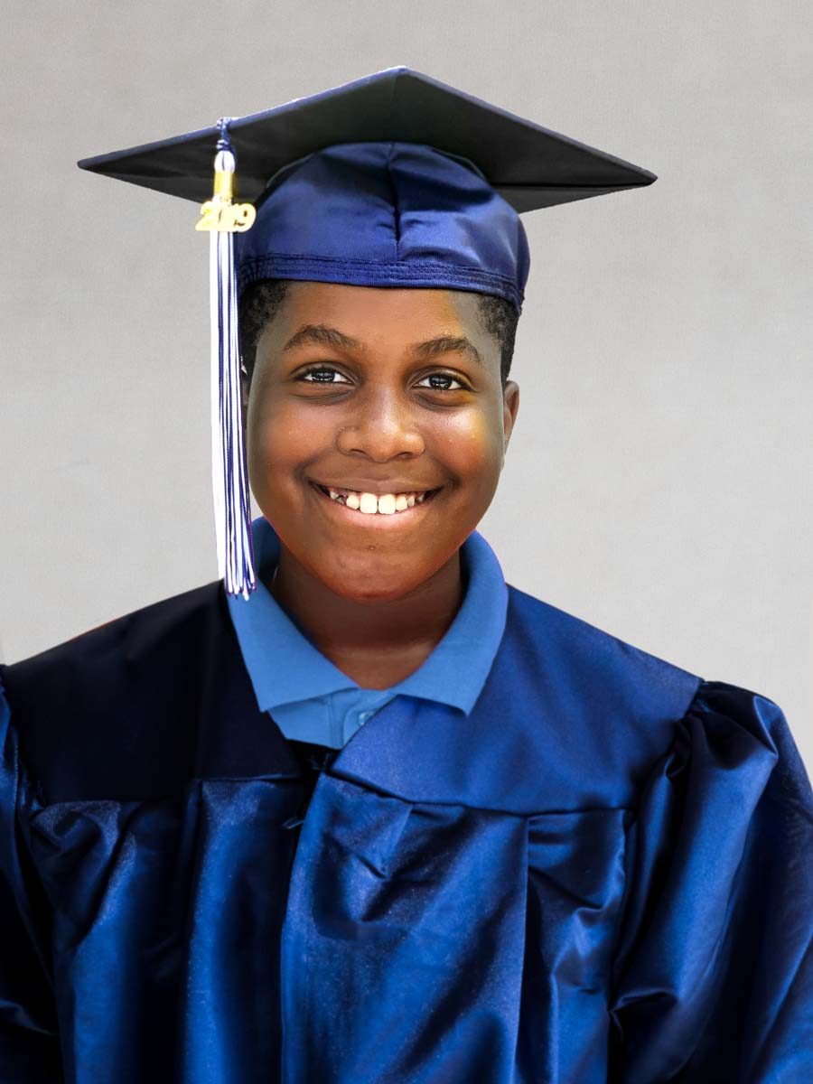 MCMCS-Fifth-Grade-Graduation_steve-boxall-20190519_Missing Graduate.jpg