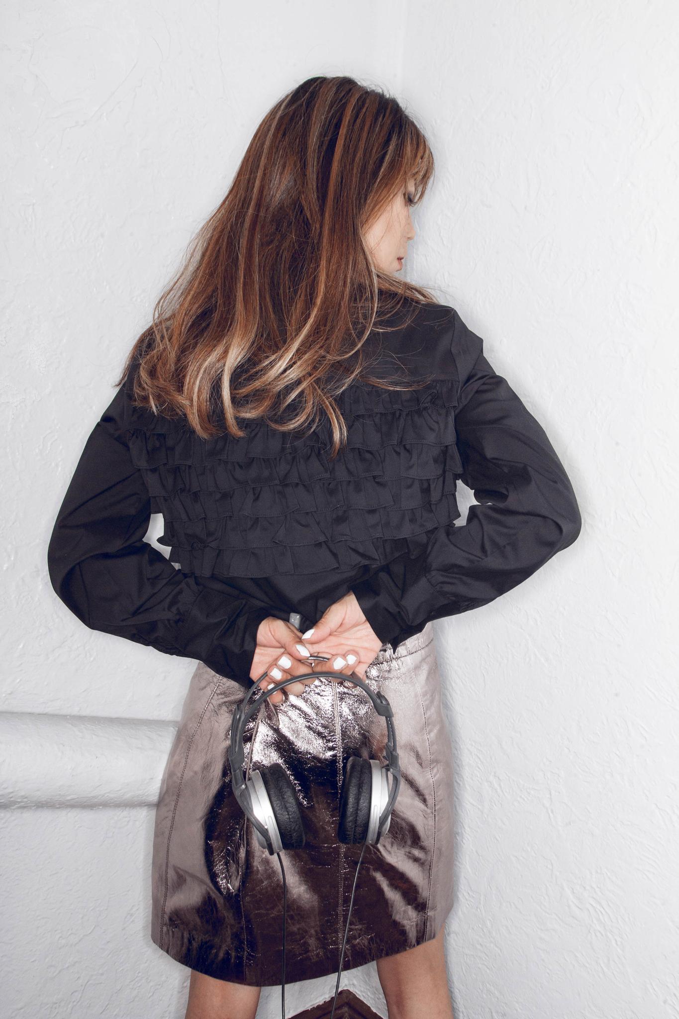 deux A black blouse