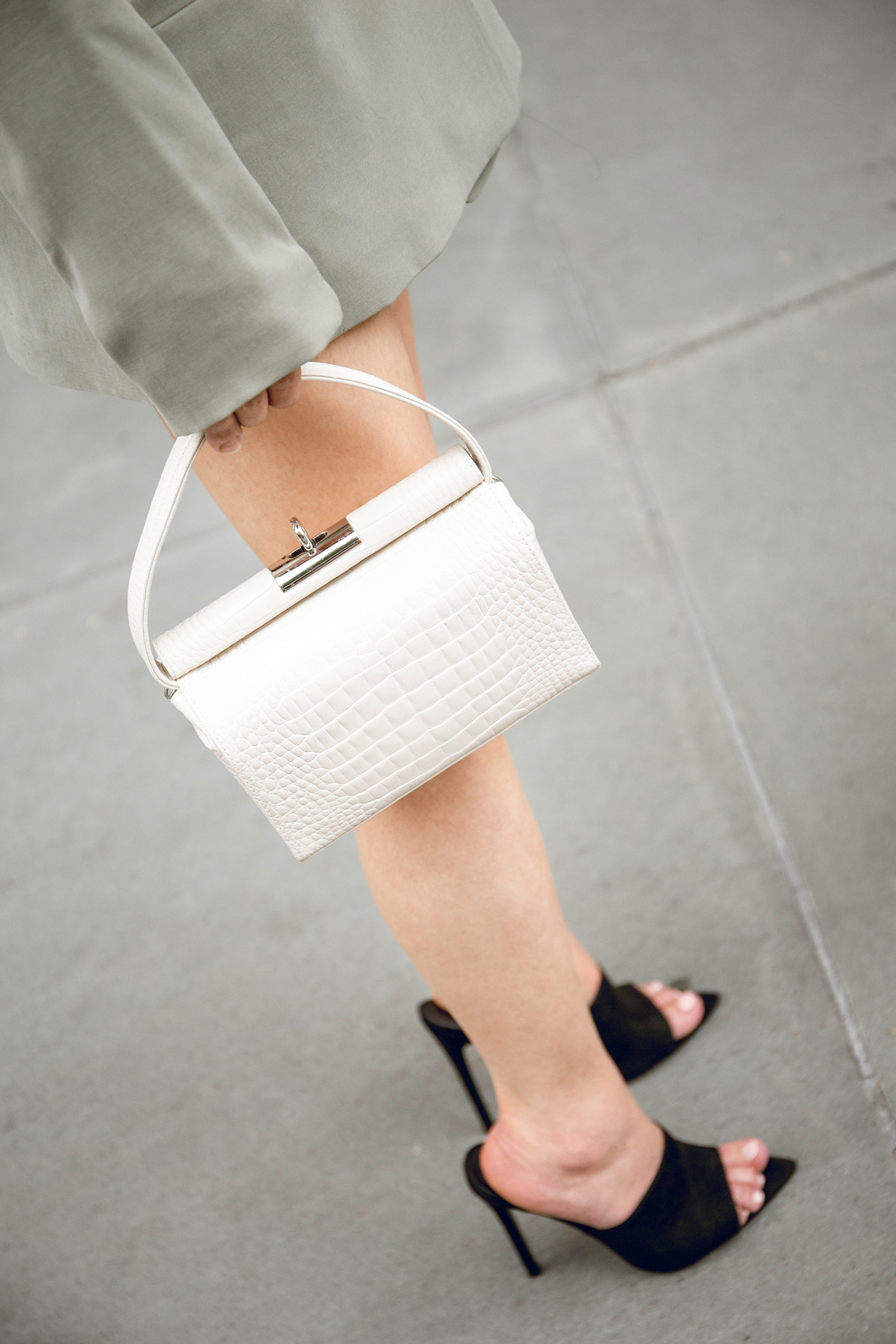 Ivory cross-effect bag
