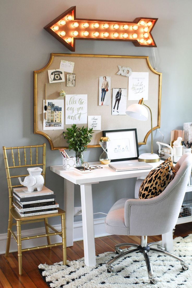 I have been looking at some fun ways to organize/revamp my craft room. I love this chic little space.