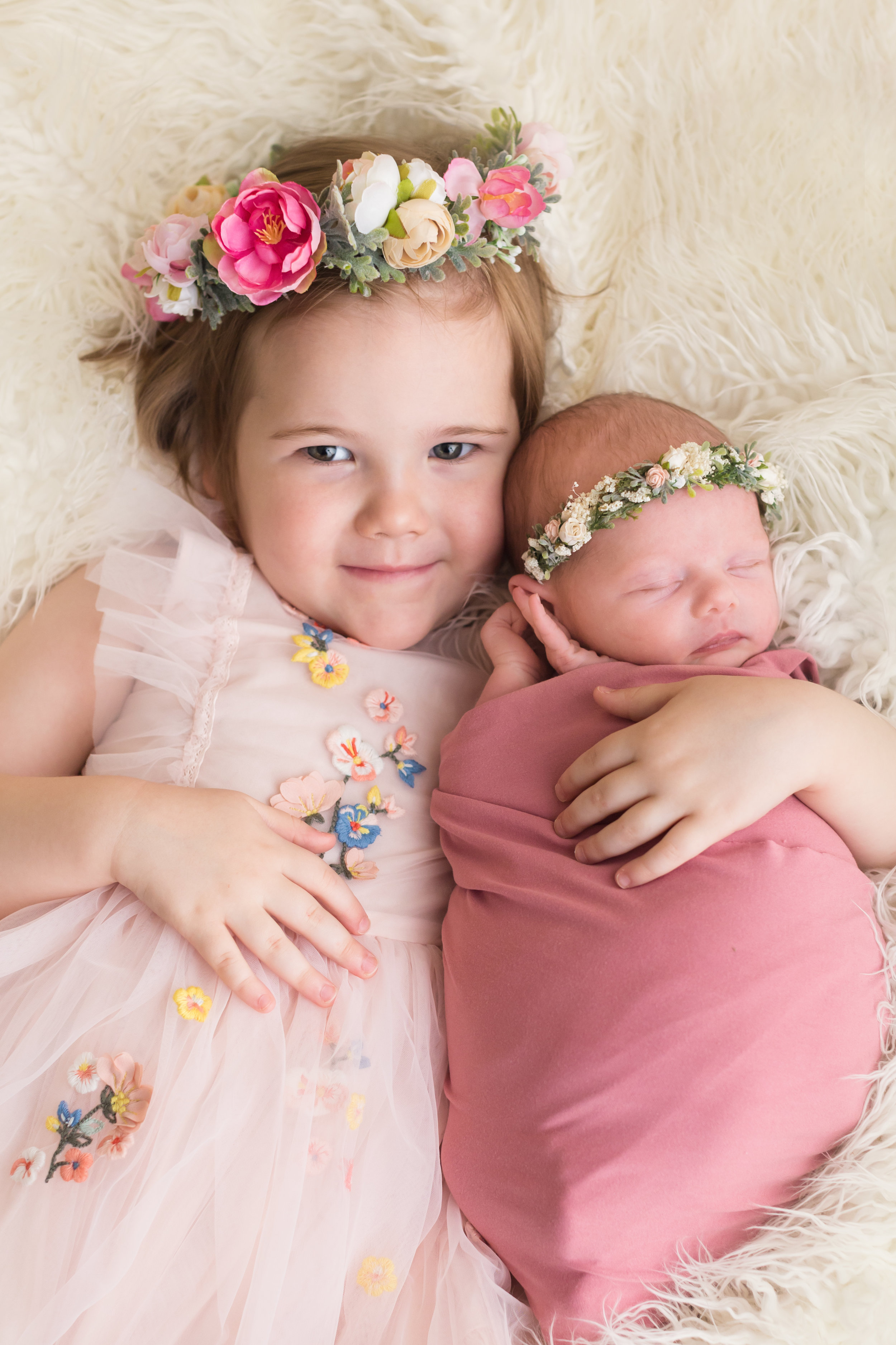 newborn sisters photoshoot www.carleykelley.com