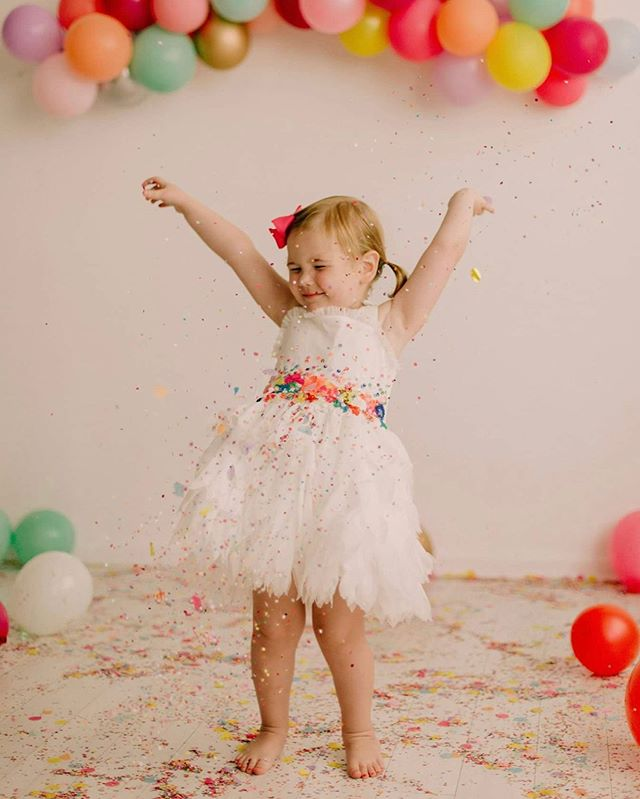 Oh to be three 😍 . . . . #three #lucymae #magicofchildhood #dance #lovelysquares #toddlerlife #girlmom #girlsjustwannahavefun #confetti #ootd #magnoliamarket #thelumenroom #dallastexas #bigd #letthembelittle #partyinso #party #funfetti #partydecor #roominspo #sequins #billieblush #joyfulmama #joy #magical