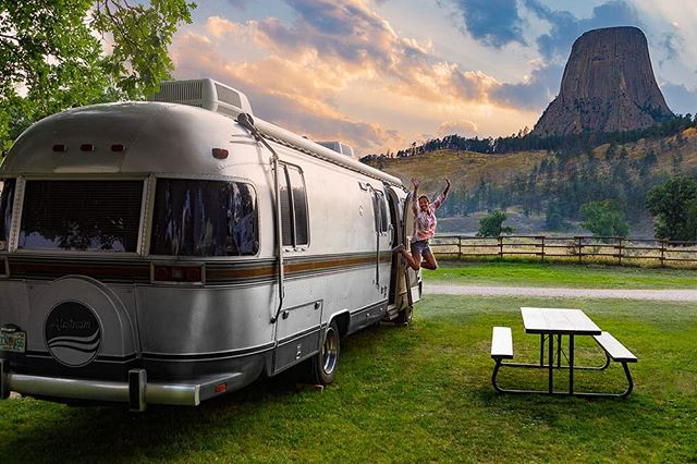 Love this image of @toekneeko enjoying the freedom of being on the road and exploring the United States. #airstream #airstream290 #devilstower #wyoming #portraitphotography #portrait #roadtrip
