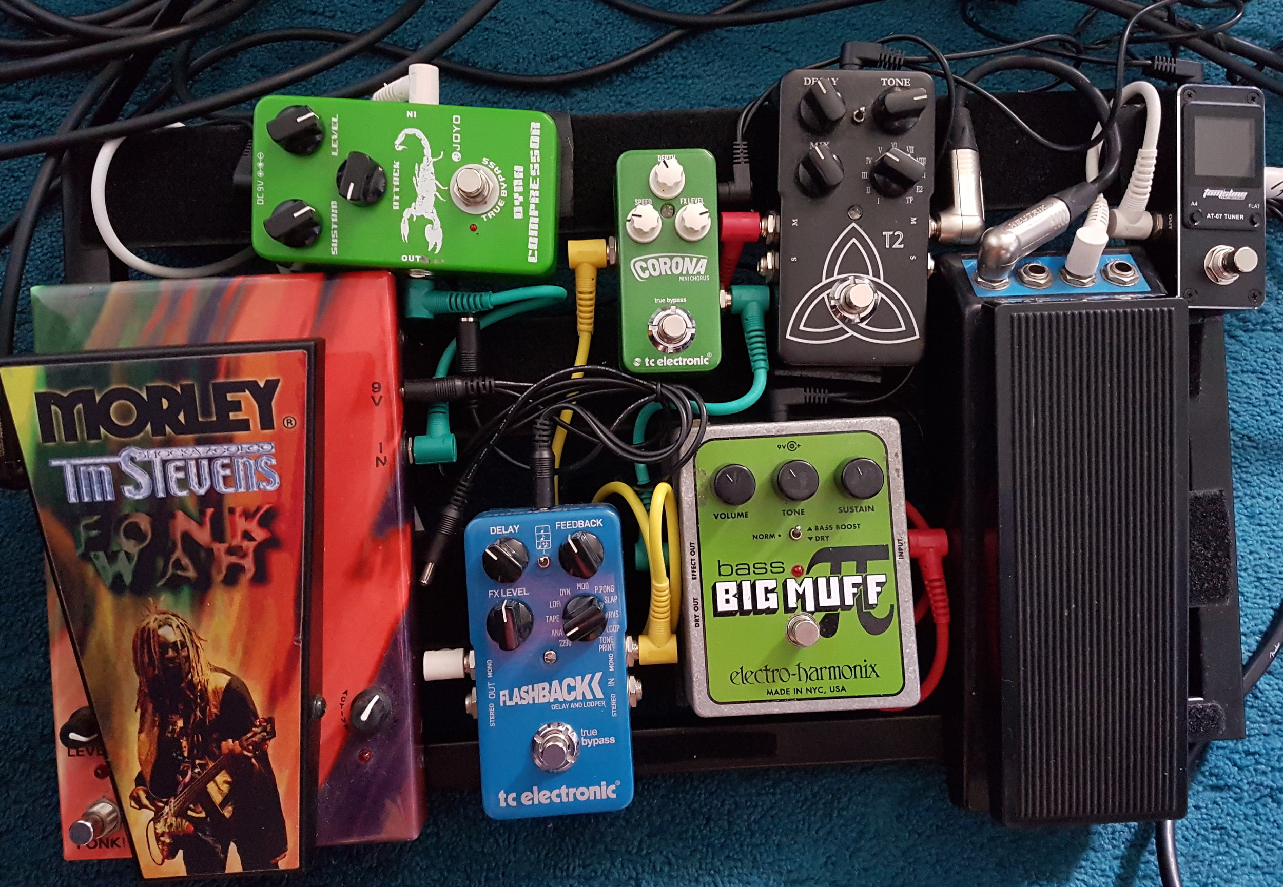 Electro Harmonix Bass Big Muff Pi,Morely Bass Wah,TC Electronics Flashback Delay,TC Electronics T2 Reverb,TC Electronics Corona Chorus,Joyo Dyno Compressor