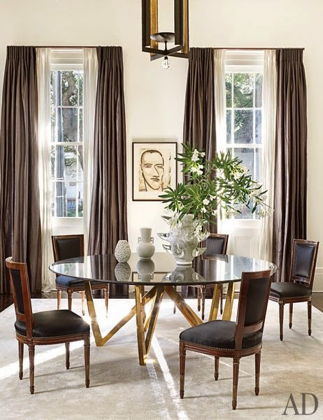 black+and+white+dining+room,+gold+talbe+legs,+.jpg