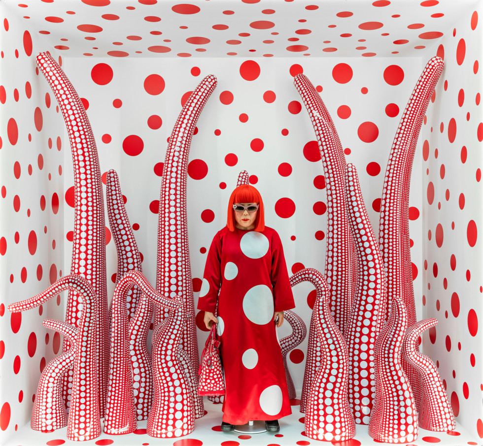 kusama-yayoi-_louis-vuitton-shop-window-display-with-tentacles_2012-2015_1500x1386-980x906.jpg