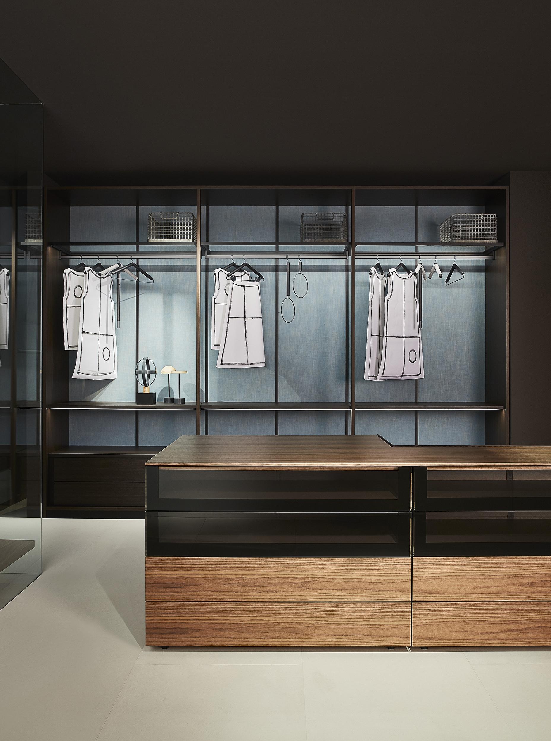 2_Porro_Salone2017_Storage open wardrobe_Hub.jpg