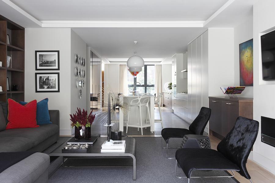 Living area with B&B Italia hide chairs flanking Poltrona Frau side table; Liaigre coffee table | Knightsbridge London | Savage Interior Design