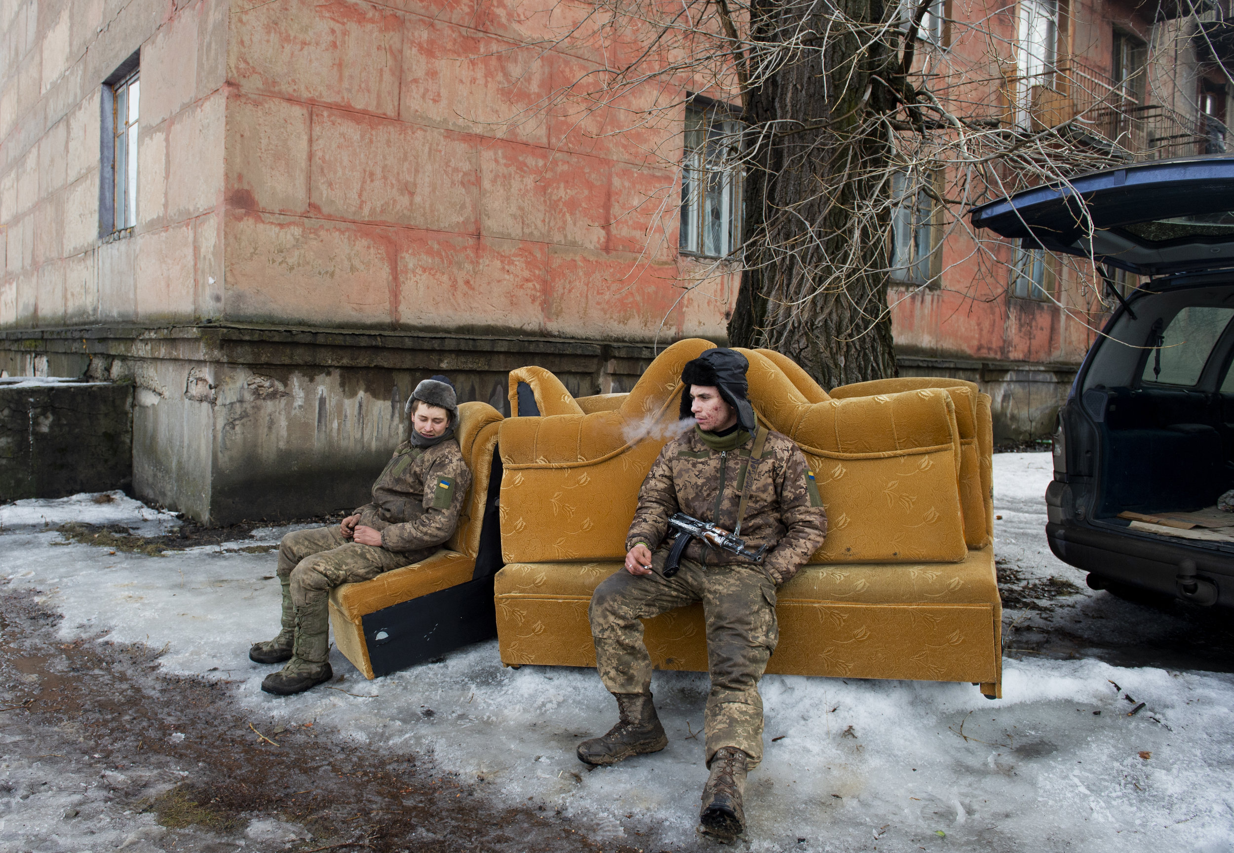 After several days of heavy shelling at Point Zero in Zolote, which destroyed an apartment buildign that soldier shared with civilians, soldiers take a break while helping move civilians from the building.