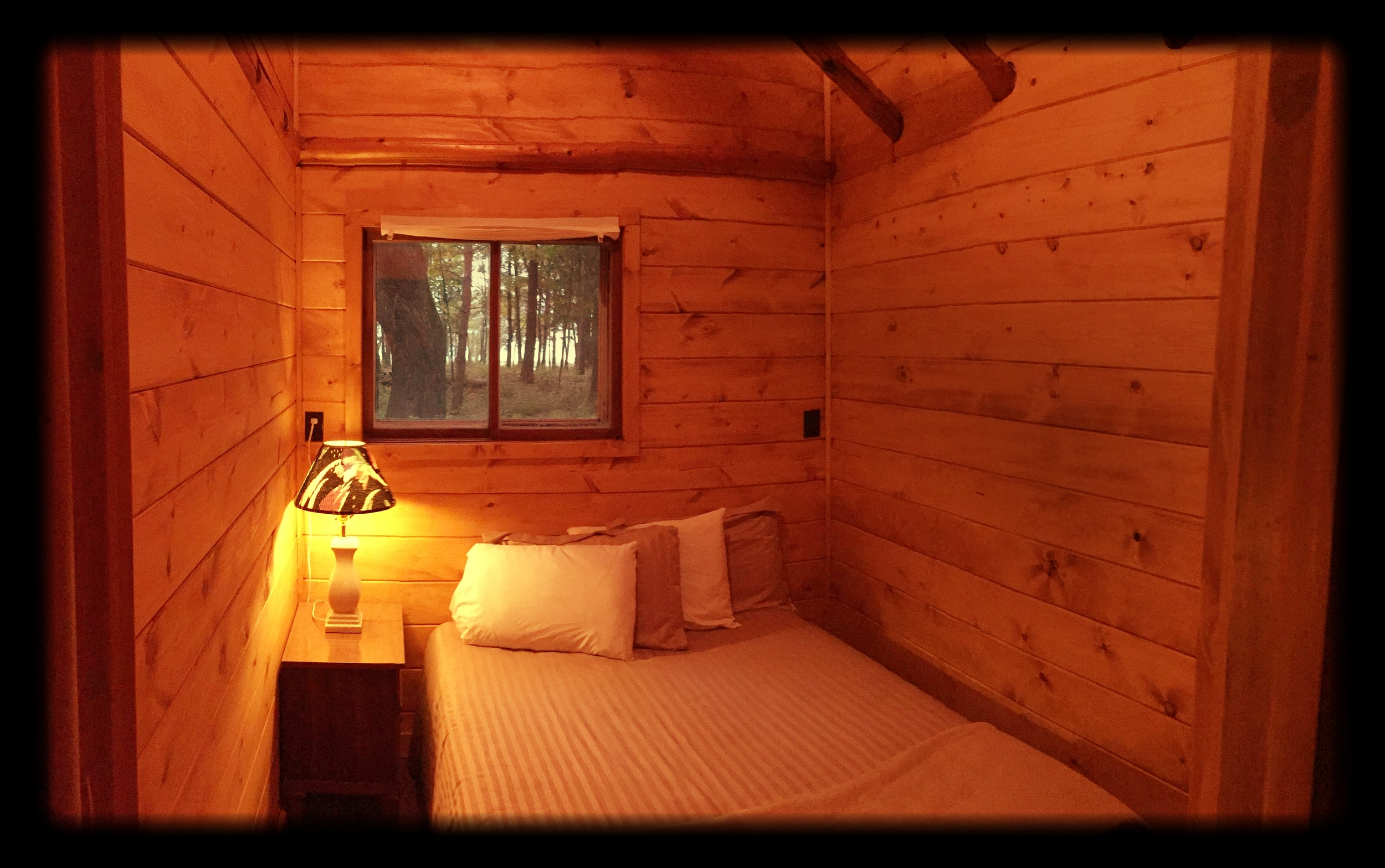 lakeside COTTAGE RENTALS — Legs Inn