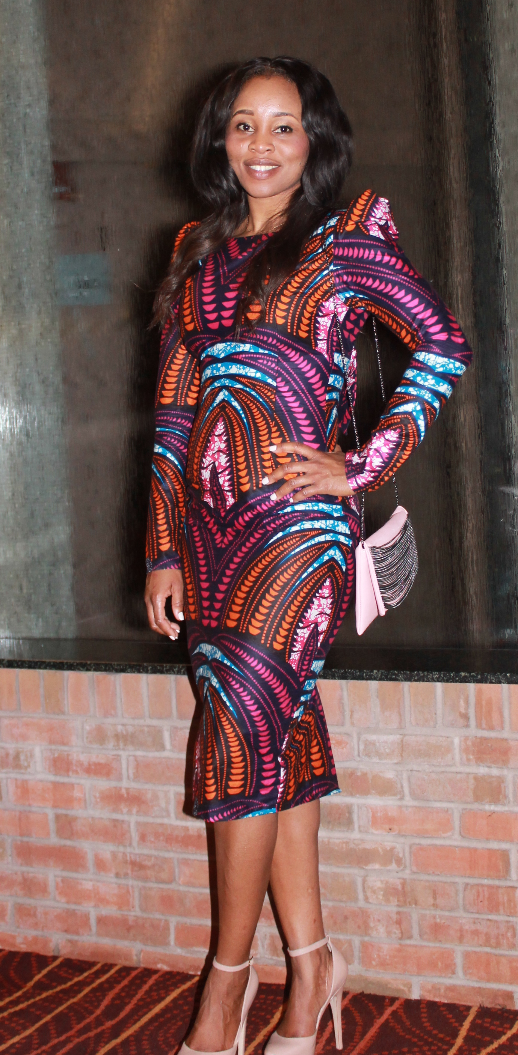 Lovely structured bodycon dress in a vibrant cotton print. Everything from her nail color to her bag choice is popping!