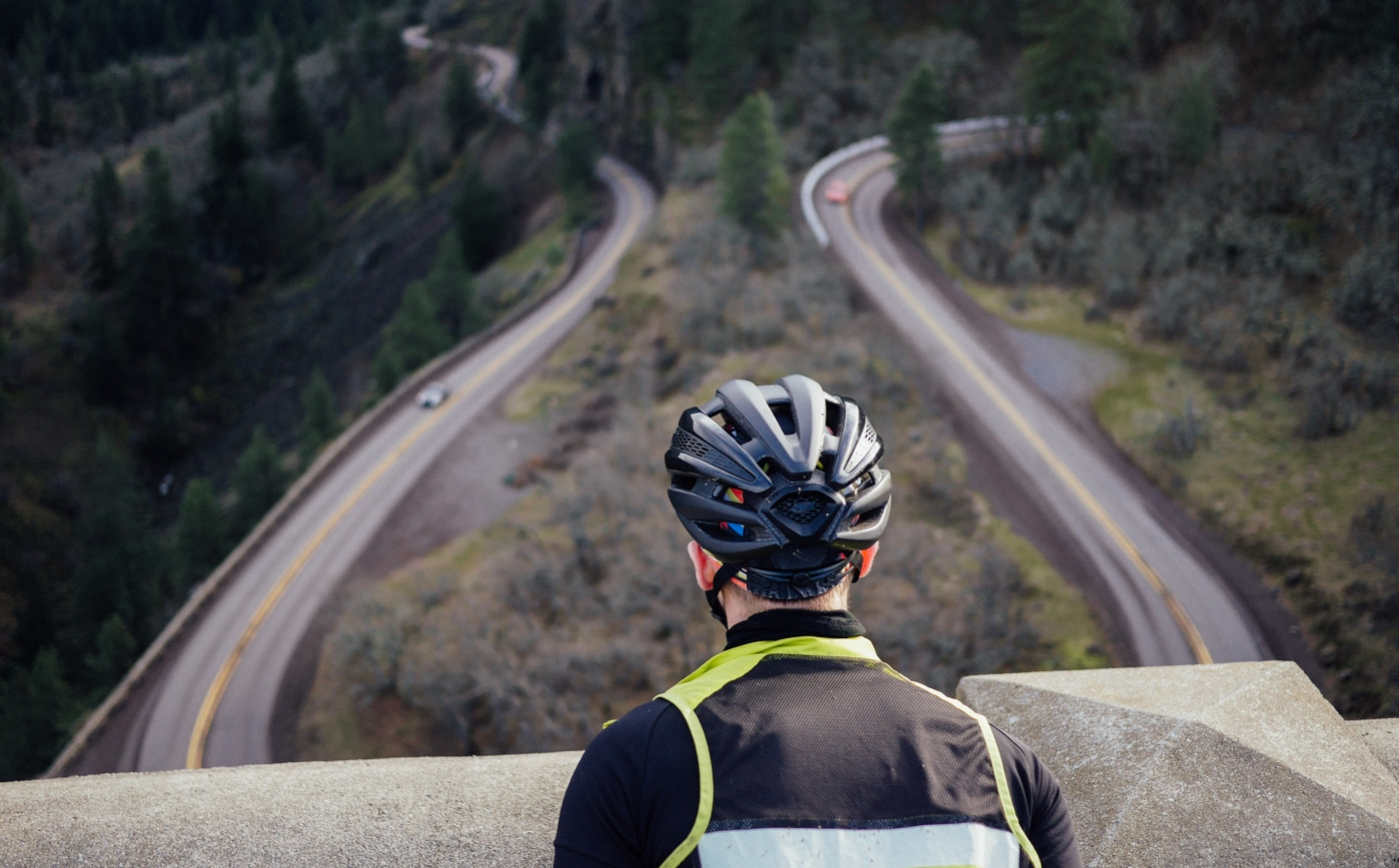 @jakeszy  overlooks the climb up to Rowena Crest just west of The Dalles, OR.