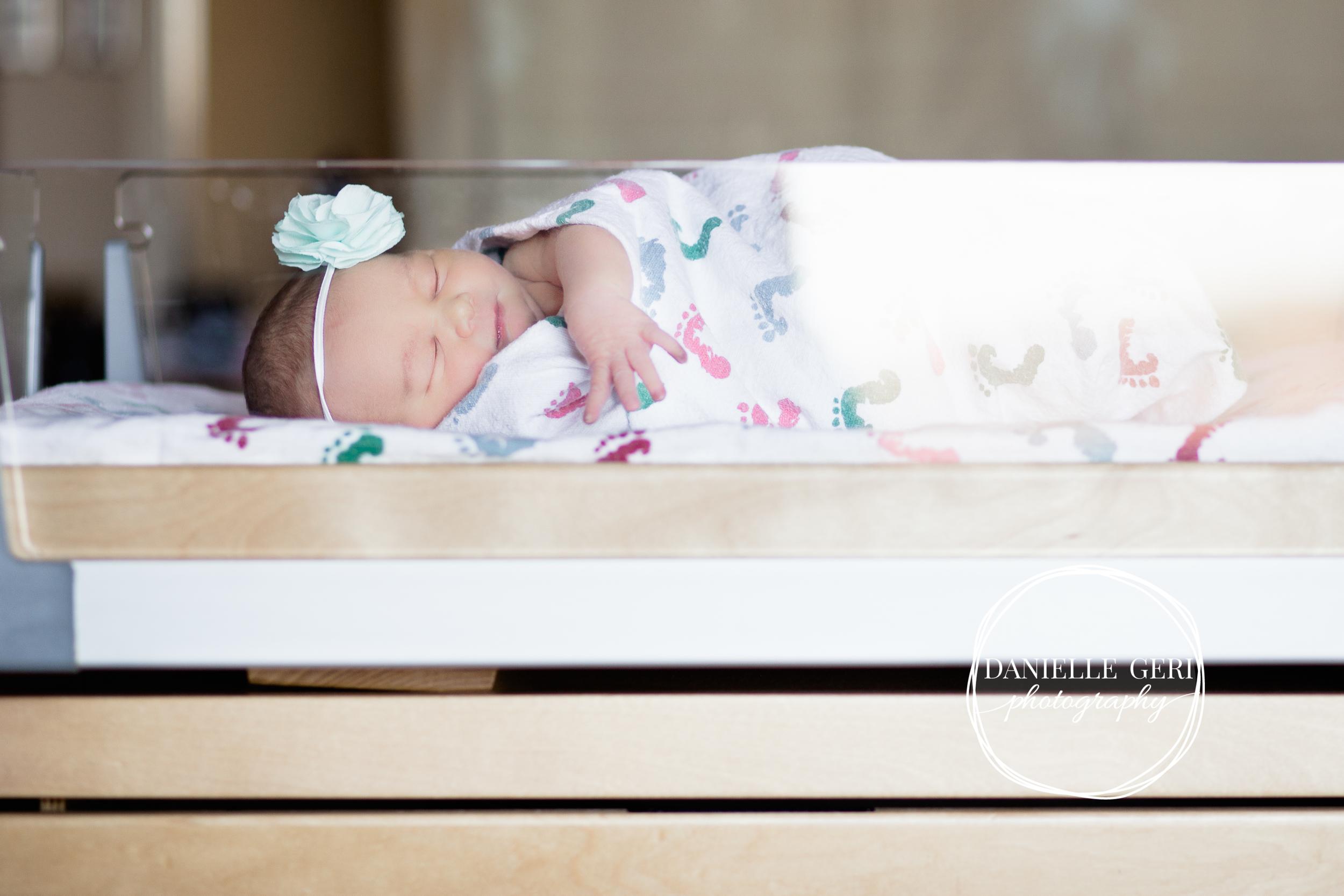 minnesota.newborn.photo.lifestyle-8.jpg