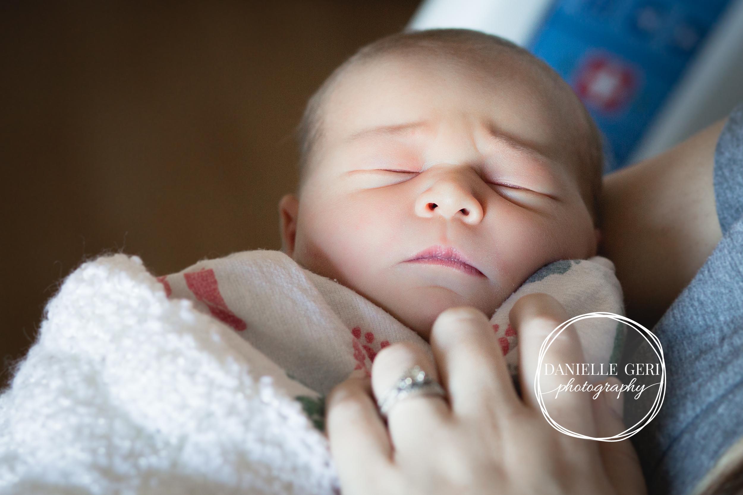 minnesota.newborn.photo.lifestyle-13.jpg