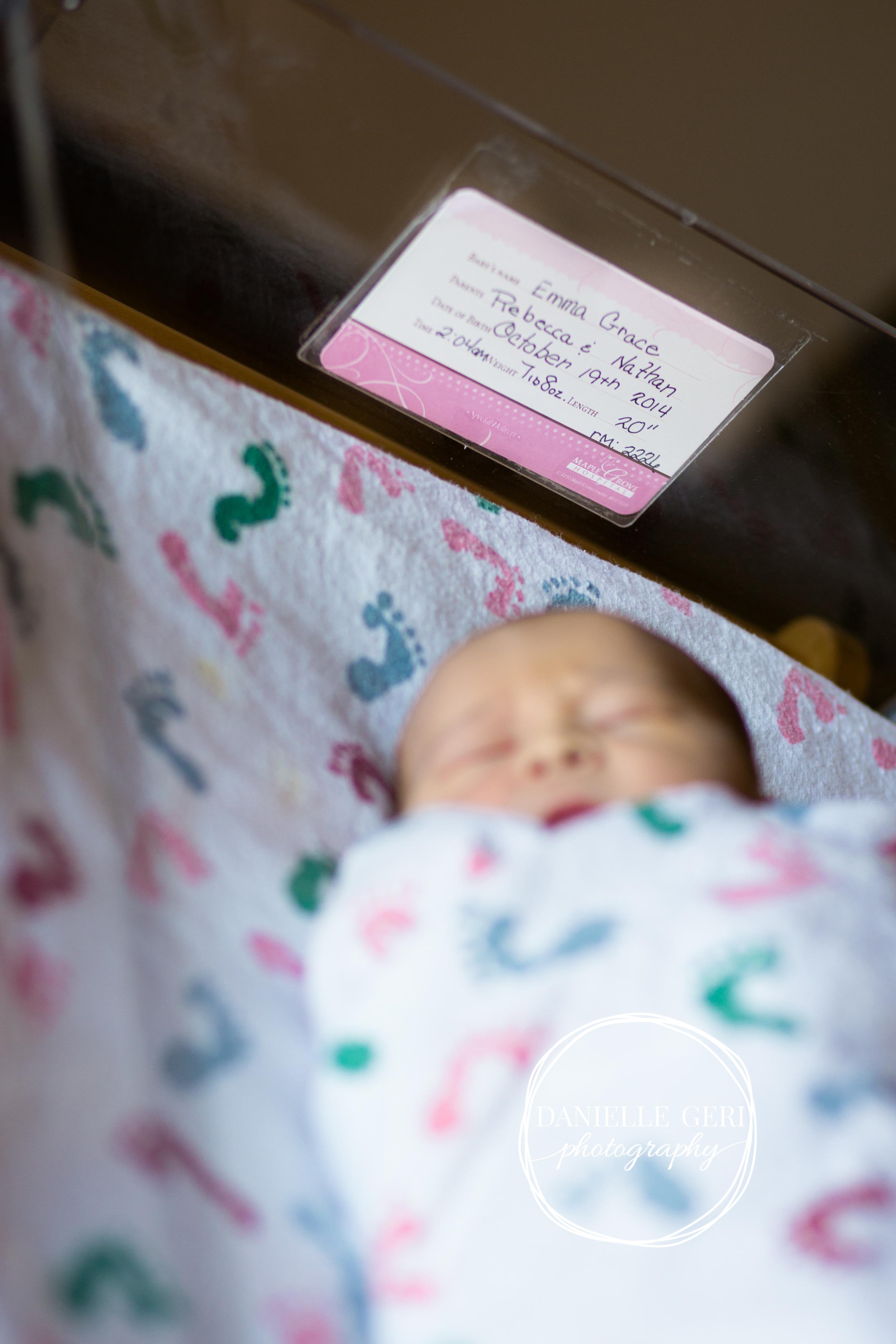 minnesota.newborn.photo.lifestyle-10.jpg