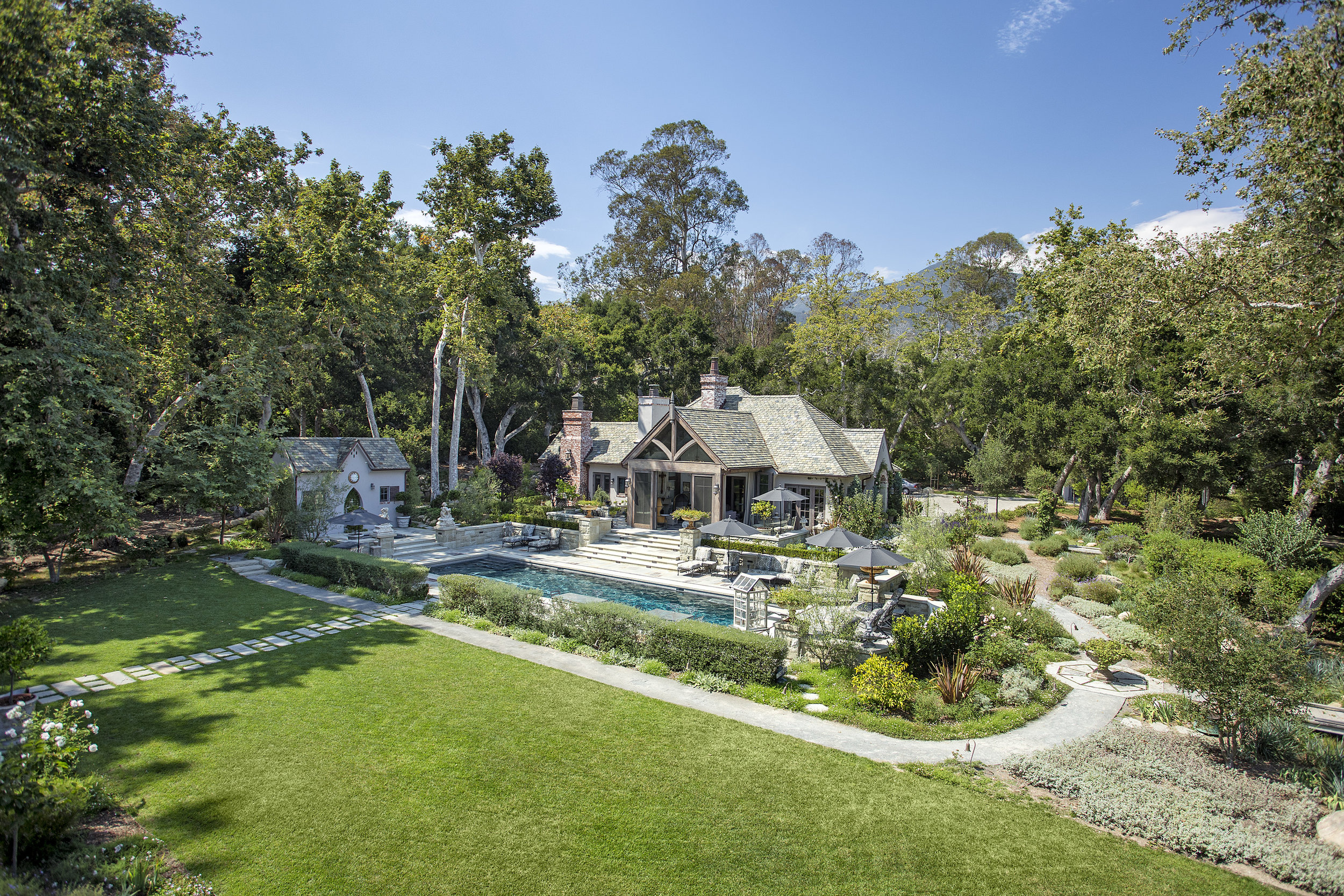 570 Meadow Wood Lane | Offered for $9,975,000