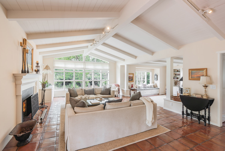 1601 Moore Road Living Room
