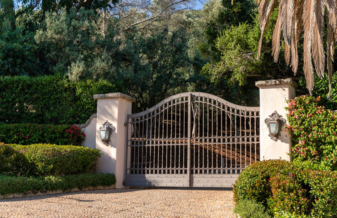 Property for Sale: 900 Knollwood Drive, Montecito CA 93108 List Price $19,250,000 6 Beds 7 baths Montecito Legacy Estate