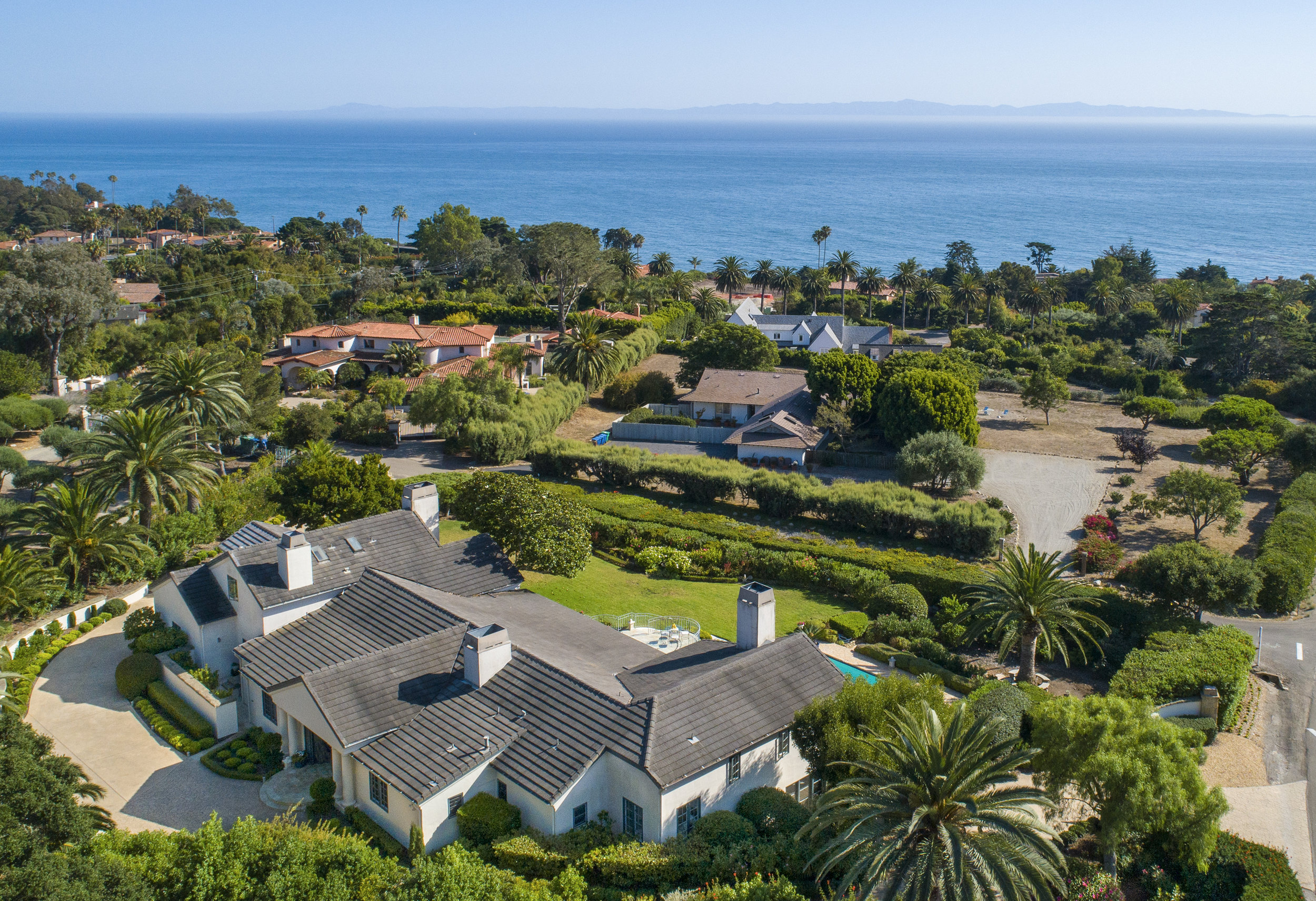 4050 Mariposa Drive Hope Ranch Riskin Partners Estate Group Village Properties  5 Bd / 5 full ba     5,514 sq ft approx.     1 acre approx.