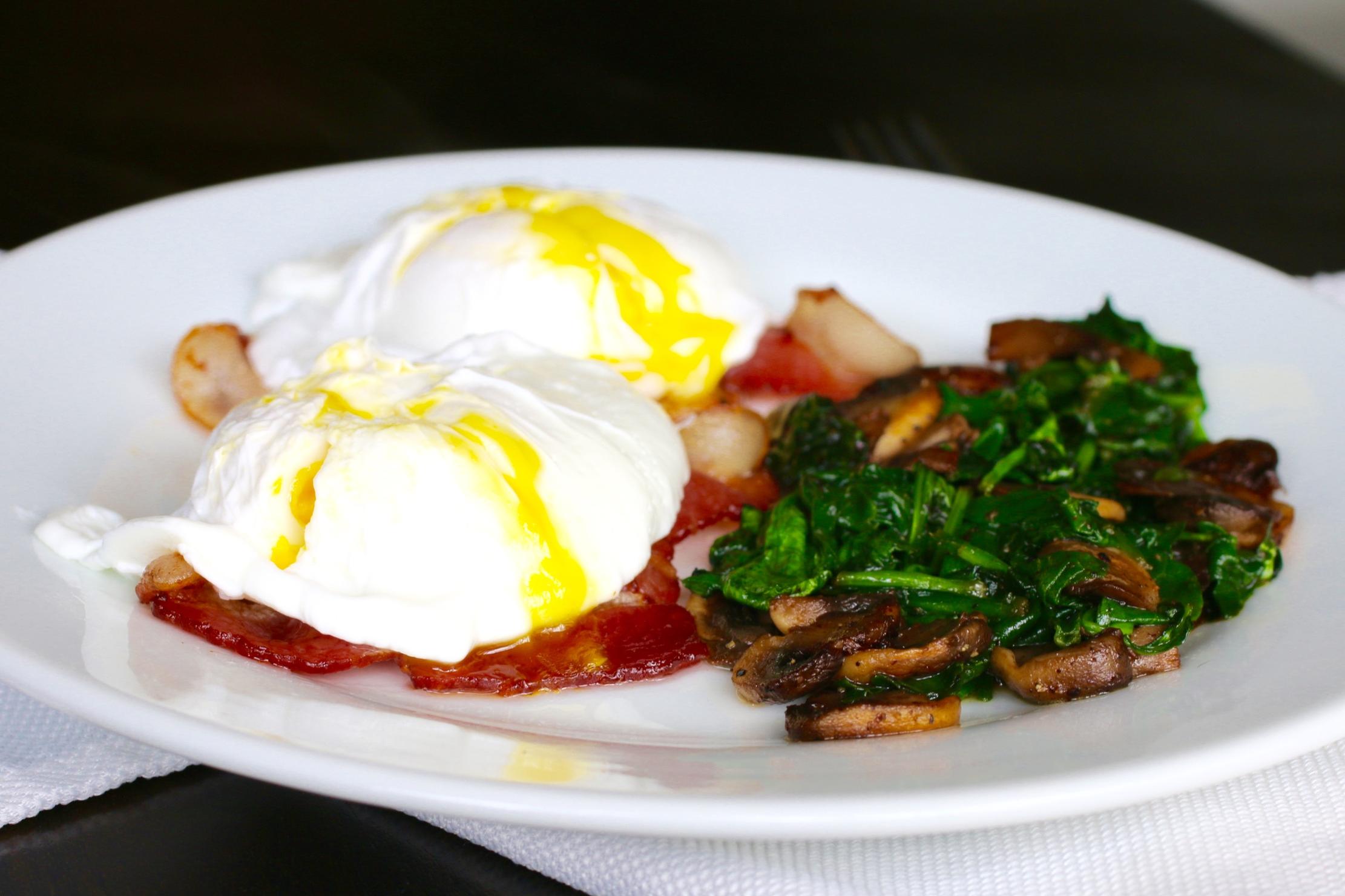 The Easiest 5-Minute Foolproof Poached Eggs   www.barbellsandbaking.com