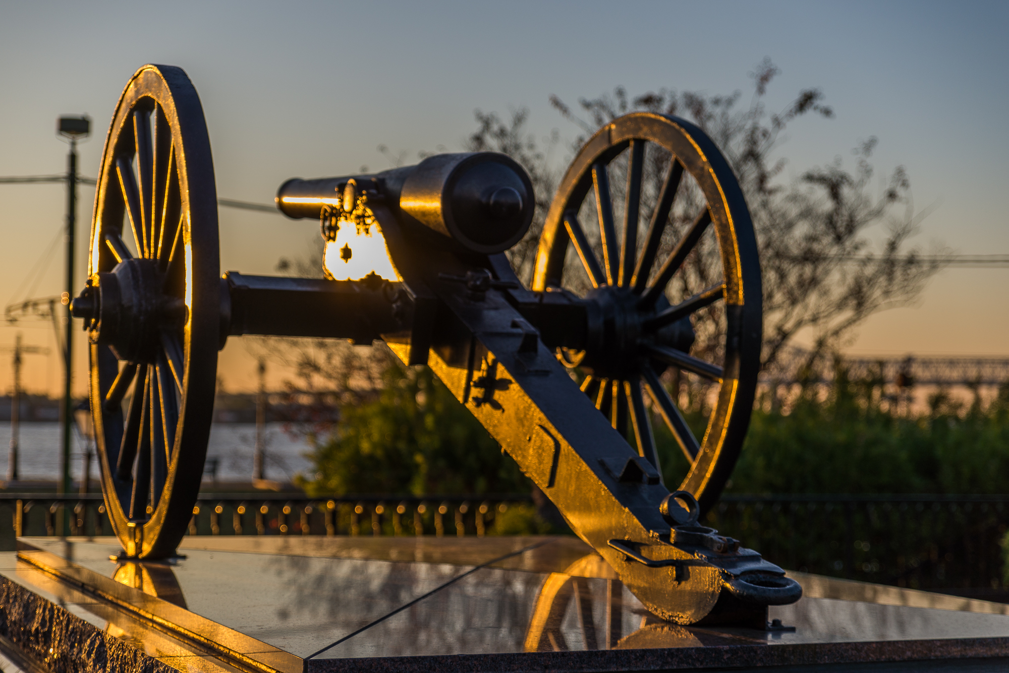 Golden Cannon Glow