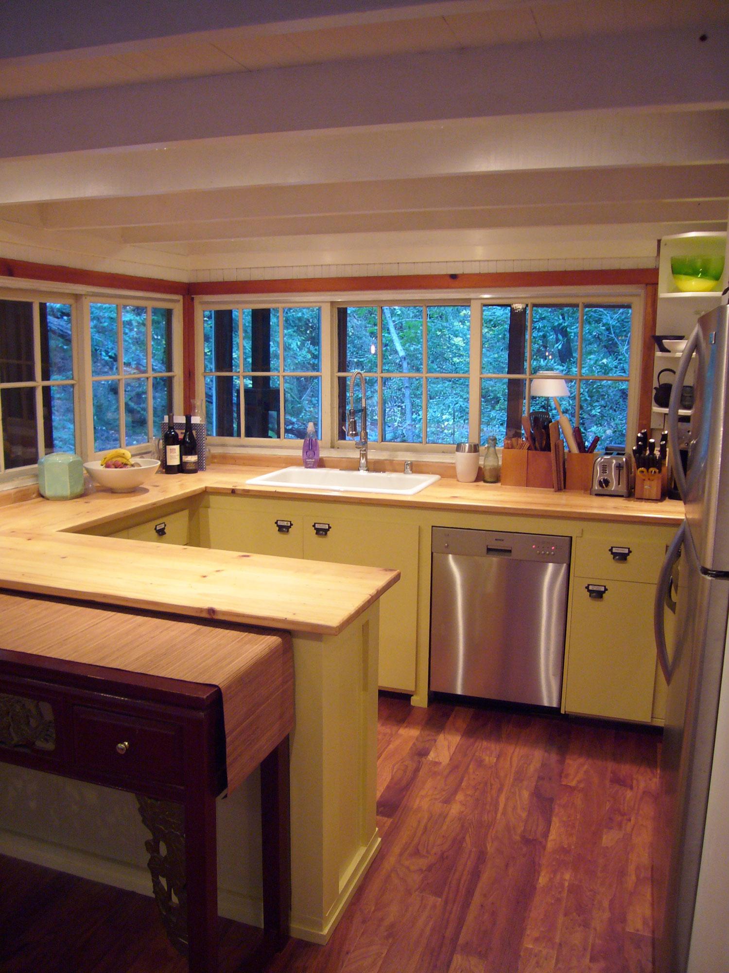 Web_kitchenFull.jpg