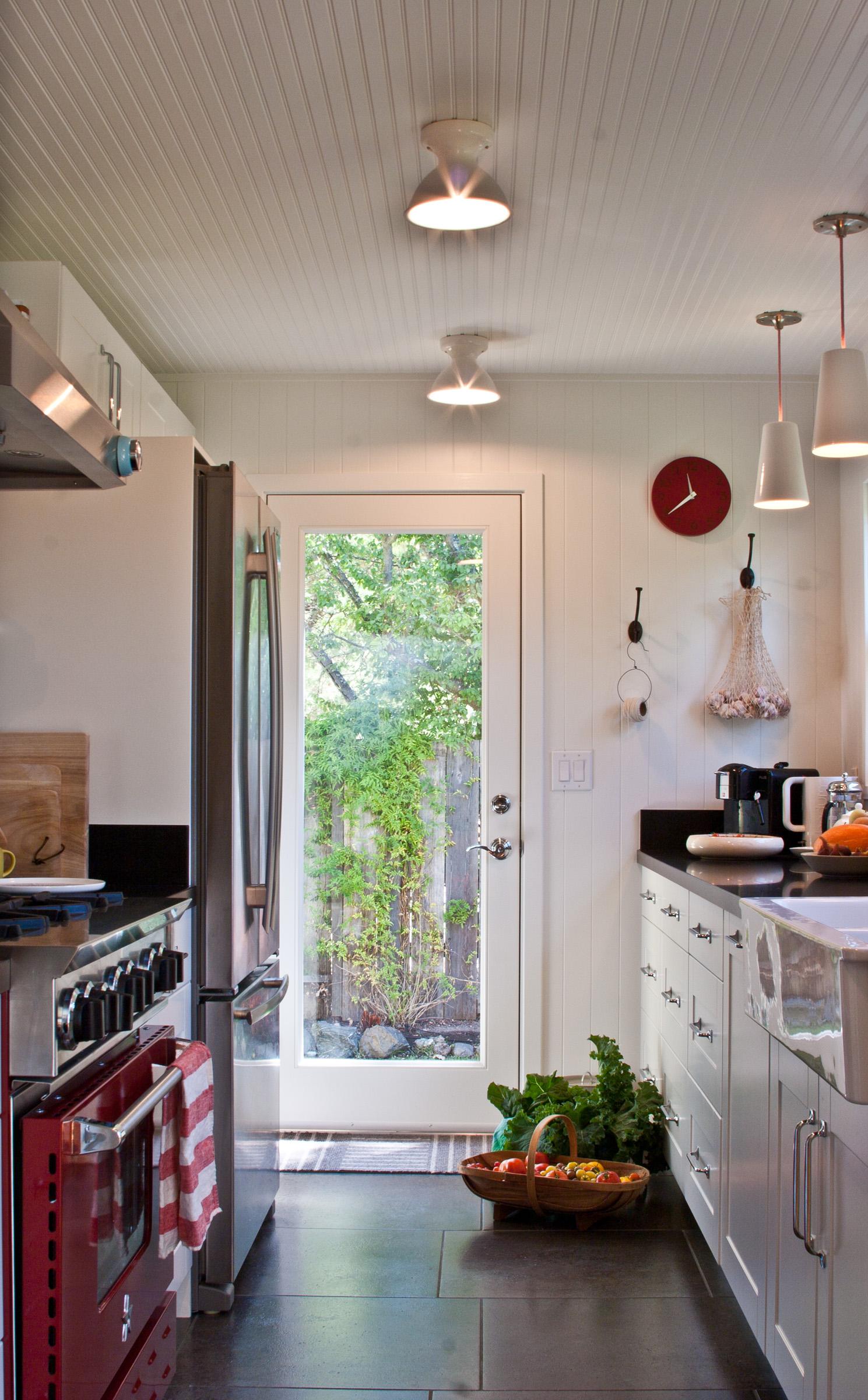 8_Entire kitchen.jpg