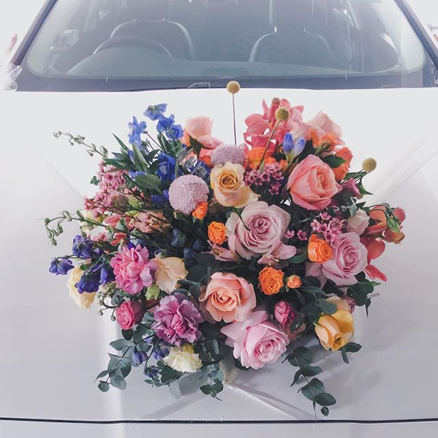 // B+J // An explosion of colours on our bridal car #welovecolours #niceride