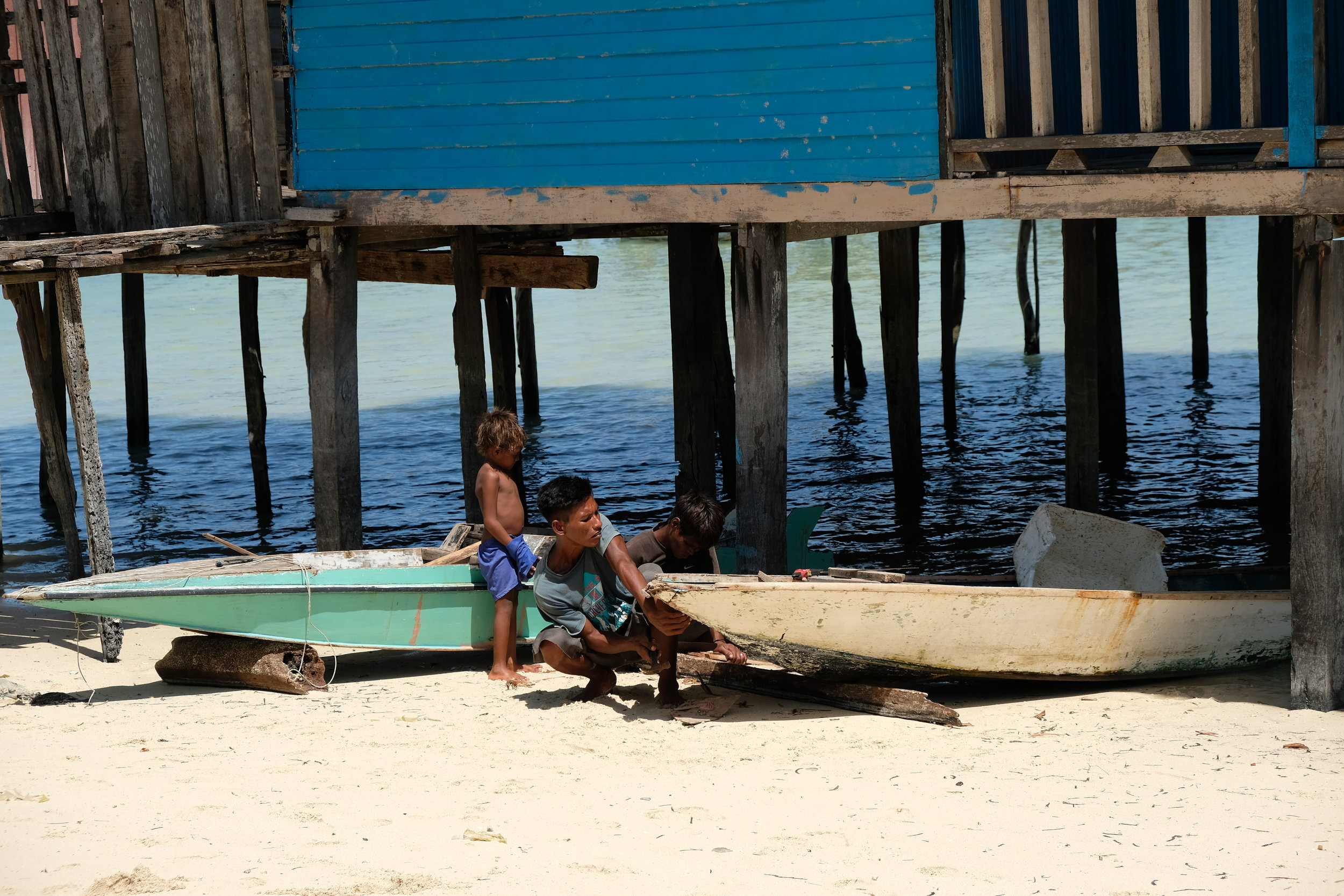 Fixing the boat - Bum Bum Island