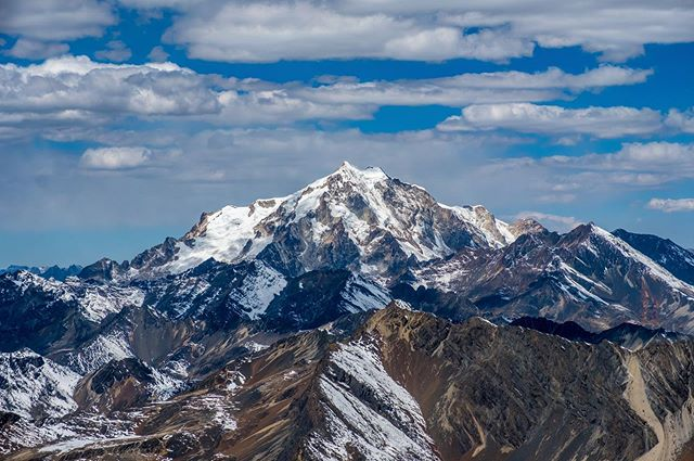 Welcome to the Cordillera Real of #Bolivia. And the star mountain, Huayna Potosi, that stands at 6,088 meters high (19,974 ft). #nature #mountain #6000meters #travel #travelledworld #travelphotography #landscape #photography #landscapephotography #naturephotography #hiking #camping #altitude #adventure #outdooradventure #optoutside #potosi #lapaz