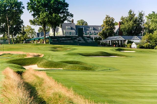 Here are a few photos of the finishing hole at Oakmont! Something about the left side of the hole, I  Couldn't stop taking photos from that angle.
