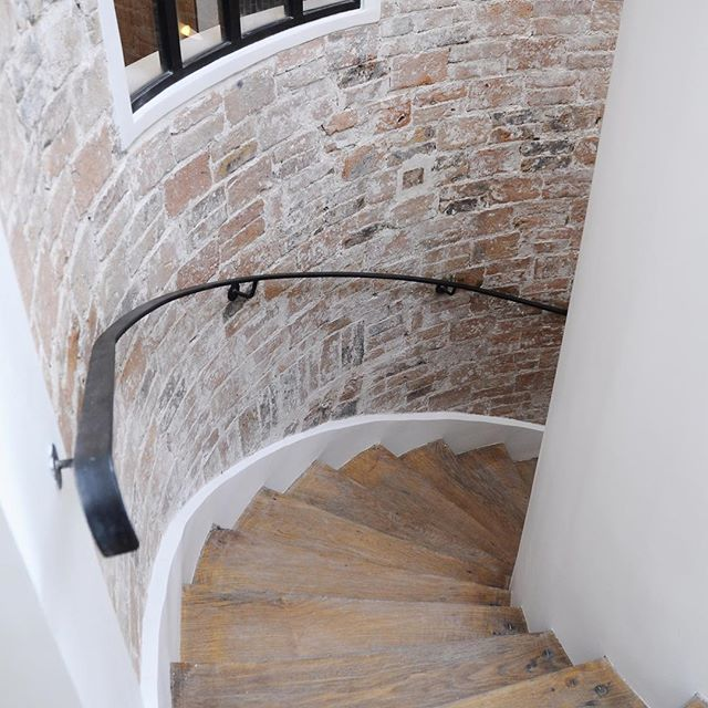 Rénovation d'un appartement aux briques apparentes #atelieruoa #brick #stairs #instaarchitecture #instainteriordesign #instadecoration #paris #architecture #design #architects #project #architecturelovers #architecturephotography #architecturedesign #architecturephoto #architecture_greatshots #architecturedetails #architecture_minimal #architecturelife #architectureproject