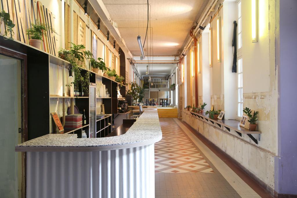 04/05/2018 - LIVRAISON - L'ORATOIRE    Sur le site des grands voisins, des équipes professionnelles encadrent des profils décrochés pour proposer une cuisine de qualité dans un lieu ouvert à tous, sans obligation de consommer.