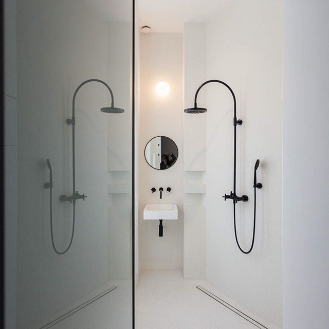 Salle de bain dans un appartement haussmannien #atelieruoa #bathroom #instaarchitecture #instainteriordesign #instadecoration #paris #architecture #design #architects #project #architecturelovers #architecturephotography #architecturedesign #architecturephoto #architecture_greatshots #architecturedetails #architecture_minimal #architecturelife #architectureproject