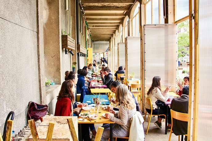 02/07/2019 - LE RESTAURANT SOLIDAIRE L'ORATOIRE   Le journal Le Monde présente les Tiers-Lieux culinaires parisiens parmis lesquels la cantine des Grands Voisins    Allez-voir