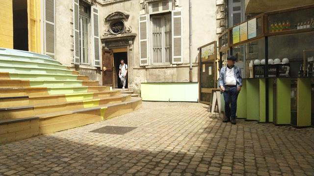 25/06/2019-20/08/2019 - L'AMBASSADE   Pendant la saison culturelle  Liberté Bordeaux 2019,  les anciennes Archives Municipales accueillent les riverains, acteurs locaux, artistes et toi, si tu le souhaites!    C'est par ici