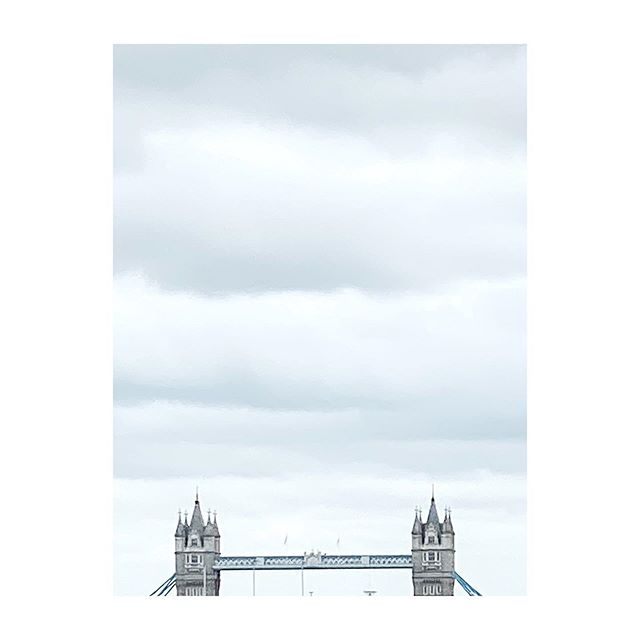 The bridge. #london🇬🇧 #londonimpressions #towerbridge #sightseeing #uk #iphone11pro #greysky #cloudy