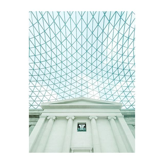 British Museum. #london🇬🇧 #uk #art #culture #lookup #glassroof #oldversusnew #architecture #instaart