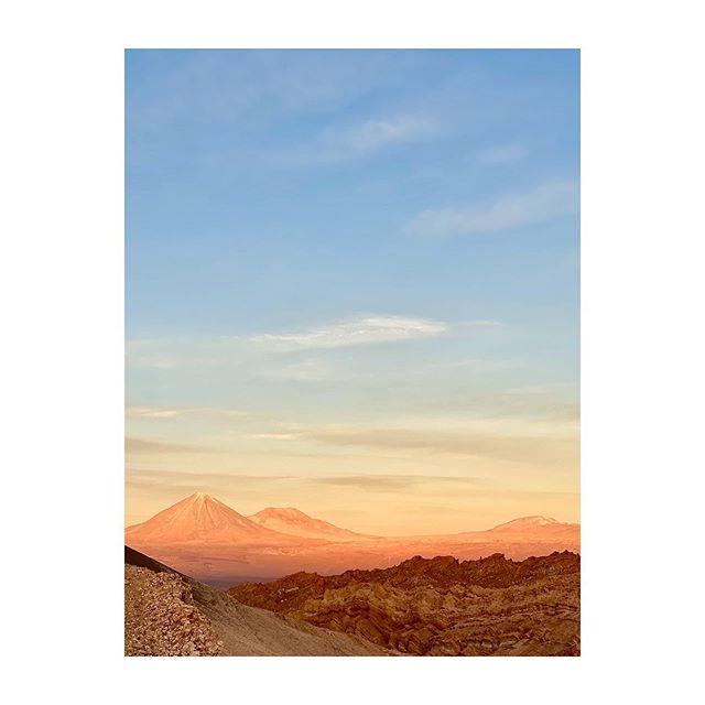 Volcano Licancabur  atacama #desertodoatacama #exploraatacama #chile  #volcano #licancabur #sunset #atacamadesert #goldenlight #exploratravel