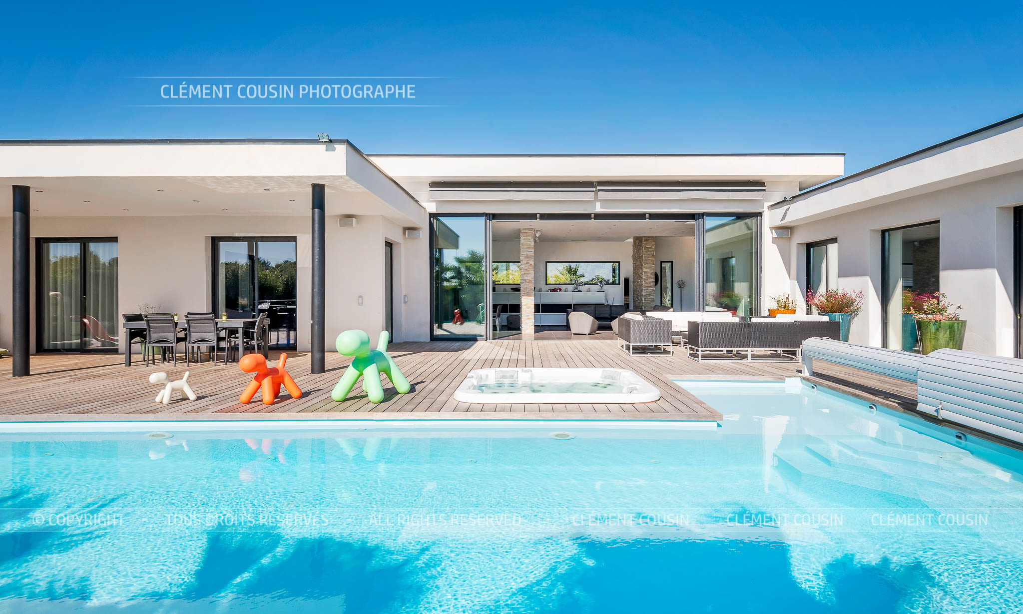 Sothebys-villa nimes-moderne-piscine-6.jpg