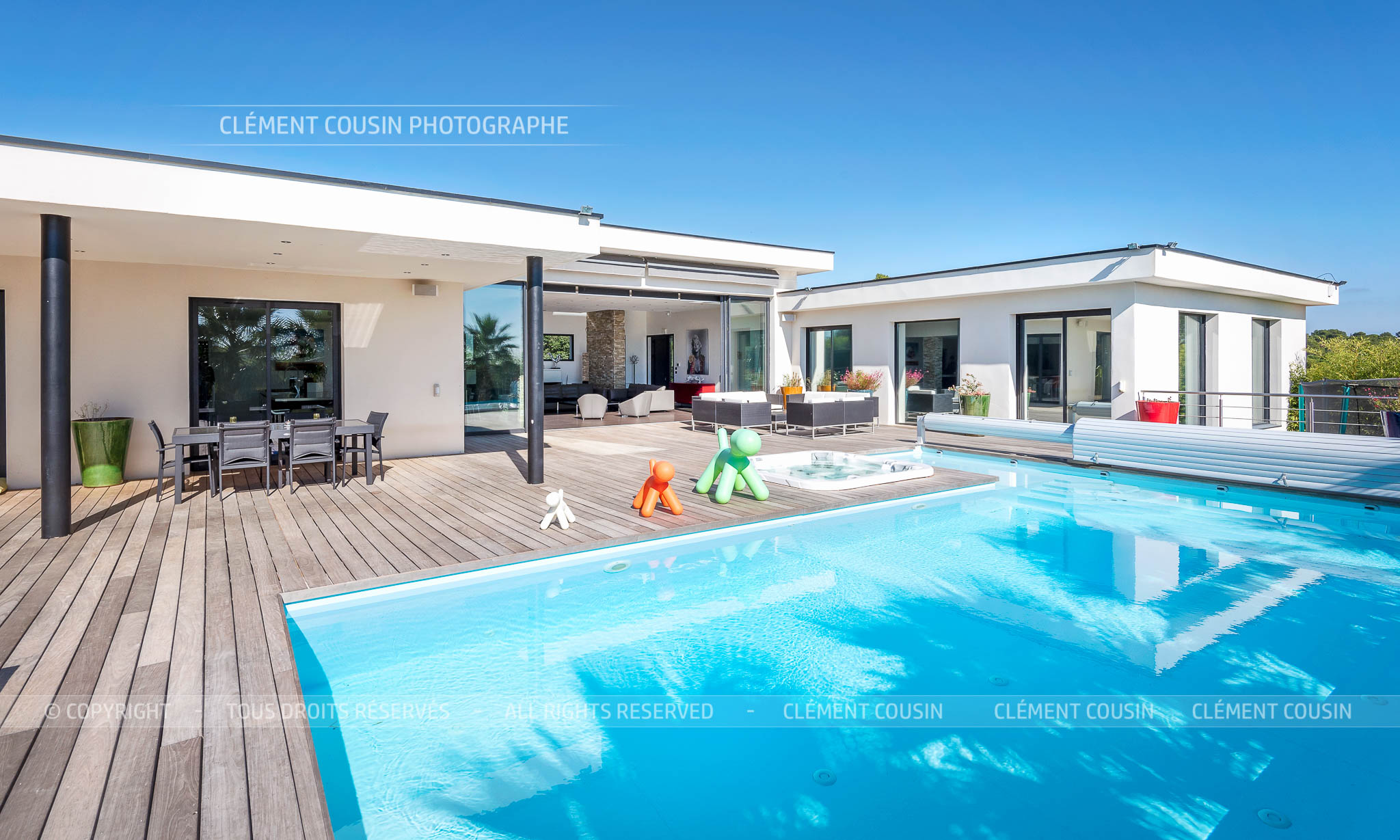 Sothebys-villa nimes-moderne-piscine-8.jpg